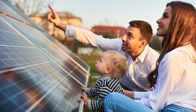 zonnepanelen_gezin